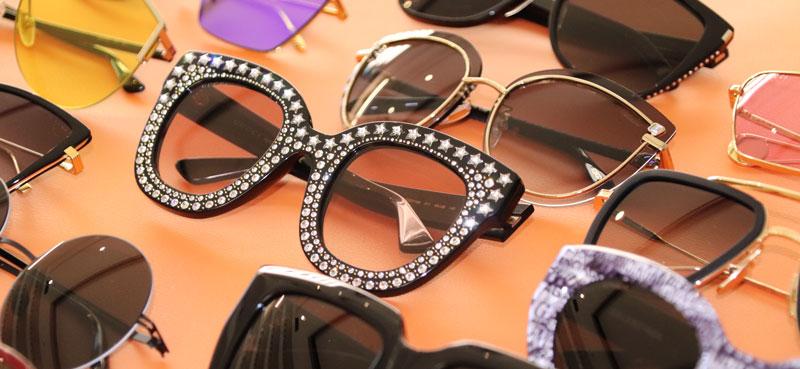 Molti occhiali da sole di brand internazionali su un tavolo dell'Ottica Zadalux a Casalserugo (Padova)