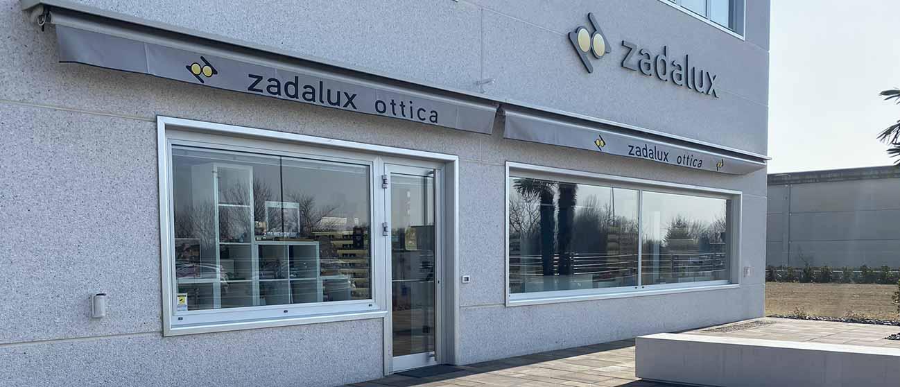 Entrata dell'Ottica Zadalux a Casalserugo (padova) in cui vendono occhiali da vista, occhiali da sole e lenti a contatto delle migliori marche